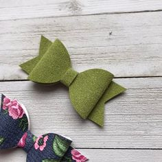 Leather Bow, Green Leather, Toddler Hair Bows, Fabric Hair Bows, Minnie Mouse Bow, Pigtail, Baby Bows, Leather Earrings, How To Make Bows
