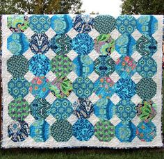 Good way to use up my blue fabrics!  Make a snowball quilt with white background.