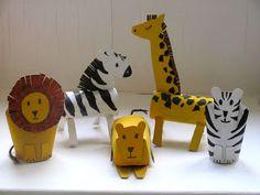 A giraffe and a zebra roll up to the Zoo Tiere basteln Mehr (Diy Geschenke Gutschein) Kids Crafts, Zoo Crafts, Animal Crafts For Kids, Hobbies And Crafts, Art For Kids, Arts And Crafts, Zoo Animals, Animals For Kids, Cutest Animals