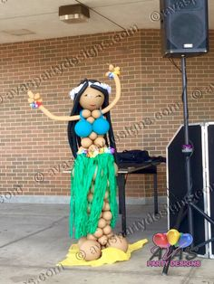 Get the Hawaiian theme party started with this life-size Aloha Girl balloon sculpture #partywithballoons