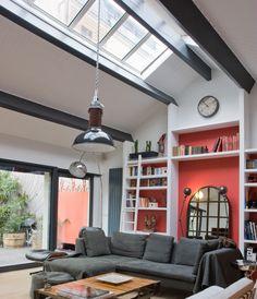 De belles poutres ornent certaines pièces de votre intérieur mais vous ne savez pas comment les valoriser ou les rendre utiles. Voici des conseils qui vous guideront pour exploiter ces poutres apparentes au plafond.