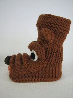"baby boots - dog motif Strolchi Knit baby boots - dog motif StrolchiKnit baby boots - dog motif Strolchi Strickanleitung Babystiefelchen ""Strolchi"" in 4 Größen Hutchinson Cabinet Oak Espresso & Linear Firebox Knitted Baby Boots, Knit Baby Shoes, Knit Baby Dress, Knitted Baby Blankets, Knitted Slippers, Baby Booties, Fox Slippers, Crochet Fox, Crochet Socks"