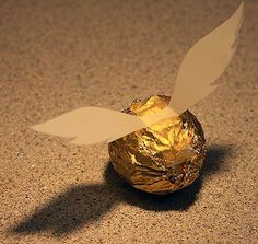 How to make a golden snitch for cupcakes, so simple yet brilliant!