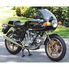 Improving on Excellence: Cameron Jones' 1980 Ducati 900SS - Classic Italian Motorcycles - Motorcycle Classics