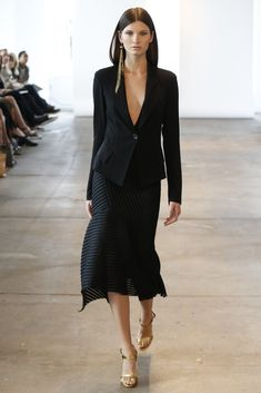 Donna Karan Resort 2014 - Some great pieces here had all the elements Karan is known for, like draped dresses as well. Fashion News, High Fashion, Fashion Show, Womens Fashion, Runway Fashion, Female Fashion, Gold Fashion, Fashion Details, Fashion Design Inspiration