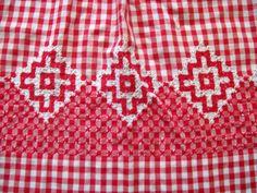 Vintage Red Gingham Apron Half Apron with por VintagePlusCrafts