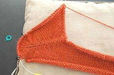 Ravelry: SusieM's Contiguous Set-In Sleeves-the same method in Elfi pattern on Ravelry Crochet Motifs, Crochet Stitches, Knit Crochet, Ravelry, Stitch Patterns, Knitting Patterns, Sweater Patterns, Diy Bags Purses, Diy Tops