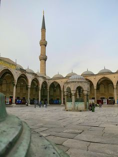 Things to see in Istanbul – The Blue Mosque The adjacent courtyard, with a marble water well at its center, is bordered on each side by arcades; each arch topped by a small dome (30 in all).  http://mikestravelguide.com/things-to-see-in-istanbul-the-blue-mosque/