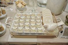 Lemon Truffles and decorated cookies ( Laços e Açúcar Buffet )