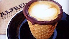 コーヒーカップの代わりにコーンに注いで LOS ANGELES