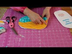 How to sew potholders tutorials best squeezy potholder video tutorial Potholder Patterns, Bag Patterns To Sew, Sewing Patterns, Sewing Hacks, Sewing Tutorials, Bag Tutorials, Quilting Projects, Sewing Projects, Clutch Tutorial