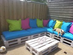 painted-pallet-sectional-sofa-with-blue-cushion.jpg 960×720 pixels