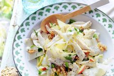 Deze waldorfsalade met kip is een volwaardige maaltijd. Lekker licht, dus bij uitstek geschikt voor lunchtijd - Recept - Waldorfsalade met kip en knolselderij - Allerhande