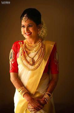 How To Be A Contemporary South Indian Bride! How To Be A Contemporary South Indian Bride! Kerala Bride, Hindu Bride, Set Saree, Saree Dress, Saree Blouse, South Indian Weddings, South Indian Bride, Bridal Looks, Bridal Style