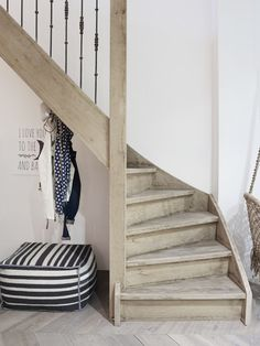 Home Studio Interior Stairs 69 Ideas Entry Stairs, Entry Hallway, Basement Stairs, House Stairs, Hallway Ideas, Studio Interior, Interior Design Living Room, Hallway Flooring, Beautiful Stairs