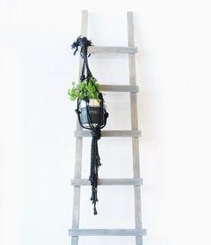 DIY Decoratieve ladder zelf maken Ladder Decor, Diys, Home Appliances, Diy Crafts, Outdoor, Living Room, Plants, Advent, Home Decor