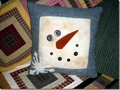 Love this pillow,,,looks pretty simple to make