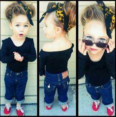 Fashionable little girl. OML! So Freakin' adorable!