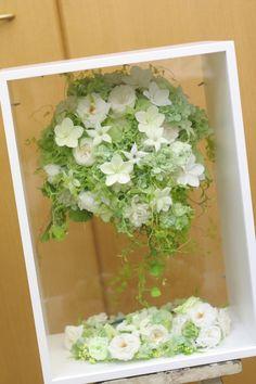 ロケーションフォトのために作ったブーケ、その後、お二人の記念にお住まいに飾ることができるようにというリクエストで、専用のケースを仕入れて一会で梱包した写真...
