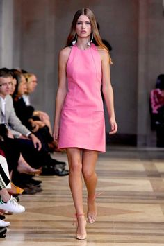 View all the catwalk photos of the Carolina Herrera spring / summer 2016 showing at New York fashion week. Fashion Week, New York Fashion, Runway Fashion, Fashion Show, Fashion Design, Cute Dresses, Casual Dresses, Fashion Dresses, Summer Dresses