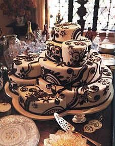 Plenty Of Styles Wedding Cake Designs Around These Days You Don T Have To Settle For Round Or Square Cakes Why Not Consider Something Diffe
