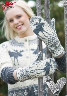 Like moose? Knit these wonderful mittens. Knitted Mittens Pattern, Knit Mittens, Knitted Gloves, Knitting Charts, Hand Knitting, Knitting Patterns, Wrist Warmers, Hand Warmers, Norwegian Knitting