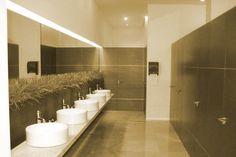 Resultado de imagen para diseño de baños publicos