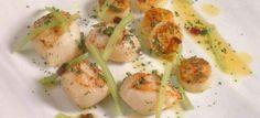 Vieiras salteadas con patatas al pimentón, vinagreta de hinojos y puerros