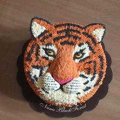healthy banana mug cake Tiger Cupcakes, Tiger Cake, Novelty Birthday Cakes, Novelty Cakes, Fancy Cakes, Cute Cakes, Fete Emma, Banana Mug Cake, Jungle Cake