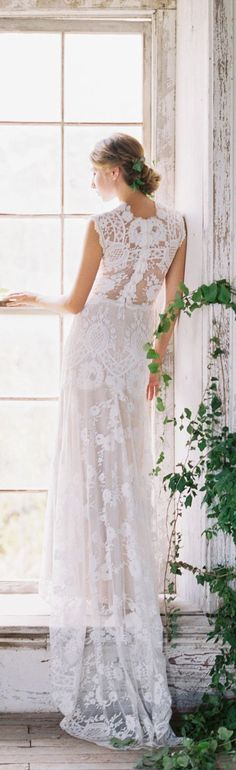 Cheyenne lace wedding dress Romantique by Claire Pettibone, photo: Sarah Kate http://romantique.clairepettibone.com/collections/into-the-sunset-lace-wedding-dresses/products/cheyenne-in-ivory