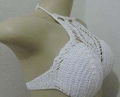 Top de crochê, feito em linha de algodão na cor branca.  Modelo POSSUI bojo.  Disponível nos tamanhos: P / M / G  A cor pode ser modificada, basta deixar o comentário informando a cor desejada.