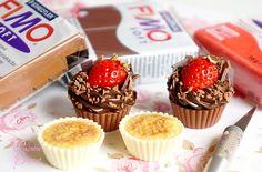 """Magnets gourmands """"Chocolat Blanc Crème Brûlée et Chocolat Fraise"""" en polymère Fimo. Par Tania Villard Hirsig / Caprice élégant"""