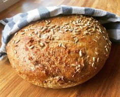 "The juicy no knead rye bread is just as tasty as it sounds, and it's also super easy to make. We've been making the ""no knead breads"" in this house for many years now. There are so many advantages to making bread like this: No dishes piling up, there is … No Knead Rye Bread Recipe, Rye Bread Recipes, Vegan Bread, How To Make Bread, Vegan Life, Bread Baking, Food And Drink, Tasty, Dishes"