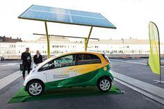 Solelia Greentech, estación de recarga para vehículos eléctricos que genera su propia energía gracias a las placas solares fotovoltaicas y al sistema de seguimiento solar que incorpora