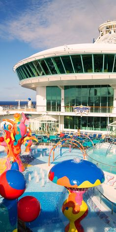 Freedom of the Seas | With a huge splash pad, swimming pool and more, the H2O Zone is the perfect place for hours of fun for kids.