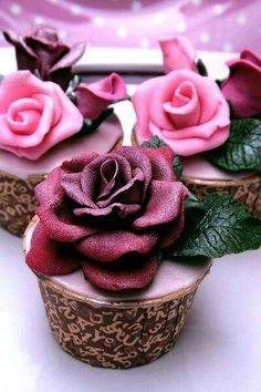CUP CAKE SÜSLEME MODELLERİ Evde yapacağınız mini muffinler veya  kare kek kalıbında pişireceğiniz keklere galerimizdeki  Cup Cake süslemelerini inceleyip sizde hayal gücünüzü katarak kendi modelinizi oluşturabilirsiniz. http://modavedekorasyon.com/cup-cake-susleme-modelleri/