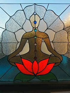 BUDDHA~Meditating posture on lotus flower made of stained glass. Energy points known as chakras are depicted within the posture. Faux Stained Glass, Stained Glass Designs, Stained Glass Panels, Stained Glass Projects, Stained Glass Patterns, Mosaic Art, Mosaic Glass, Tiffany Kunst, L'art Du Vitrail