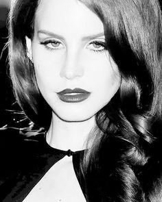 Lana 💕 Elizabeth Grant, Queen Elizabeth, Who Runs The World, Ldr, Stunningly Beautiful, Kourtney Kardashian, Her Music, Looking Gorgeous, Cute Wallpapers