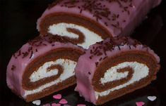 Cocoa roll with cottage cheese filling NejRecept. Köstliche Desserts, Delicious Desserts, Yummy Food, Czech Recipes, Russian Recipes, Swiss Cake, Different Cakes, Strudel, Kakao