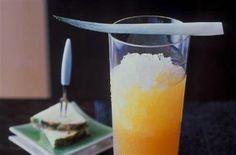 """Cocktail """"Long Distance Runner"""" Mixez tous les ingrédients avec de la glace pilée.Versez dans un verre à cocktail.<..."""