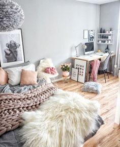 awesome 38 Creative Bedrooms Ideas That Any Teenager Will Love  https://about-ruth.com/2017/12/12/38-creative-bedrooms-ideas-teenager-will-love/
