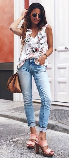 what to wear with a floral top bag skinnies heels