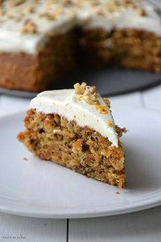 CARROT CAKE by cupcakes. A fan recipe to find in the category Sweet pastries on www.espace-recett …, from Thermomix®. Yotam Ottolenghi, Cupcakes Amor, Buckwheat Cake, Zucchini Cake, Raspberry Cake, Salty Cake, Cake Tins, Food Cakes, Savoury Cake
