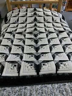 Black and white log cabin quilt - -You can find Log cabin quilts and more on our website.Black and white log cabin quilt - - Patchwork Quilt, Patchwork Patterns, Star Quilts, Quilt Block Patterns, Pattern Blocks, Quilt Blocks, Édredons Cabin Log, Log Cabin Quilts, Log Cabins
