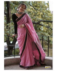 Fabric: A Stunning Handwoven Pure Tussar Katiya Jute Silk Statement Saree. Price: all inclusive Now Available on our… Cotton Saree Designs, Sari Blouse Designs, Sari Dress, Saree Blouse, Sarees For Girls, Indian Designer Outfits, Indian Outfits, Saree Photoshoot, Saree Trends
