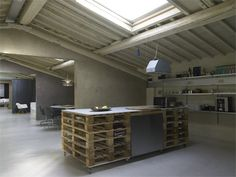 Pallets Loft in Florence, Italy 11