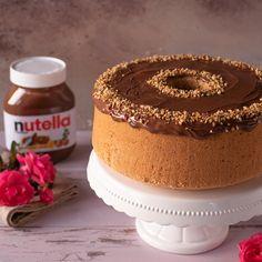 La chiffon cake alla nocciola con  NUTELLA® è pronta! Portiamola in tavola per tutte le nostre occasioni speciali, sono sicura che amici e parenti ne rimarranno conquistati. Delicious Cake Recipes, Yummy Cakes, Dessert Recipes, Torta Chiffon, Chocolate Chiffon Cake, Glaze For Cake, Nutella, American Cake, Mud Cake