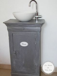 Old cupboard and small berth room sink Diy Bathroom Furniture, Paint Furniture, Furniture Making, Furniture Makeover, Outside Toilet, Bathroom Sink Units, Small Bathroom Organization, Bedroom Pictures, Bathroom Collections