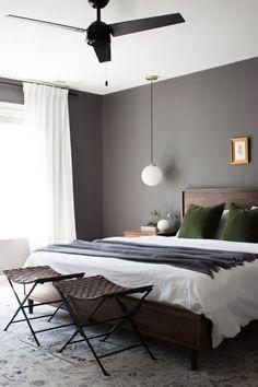 Post Image Bedroom Decor Dark, Decoration Bedroom, Bedroom Wall Colors, White Bedroom, Bedroom Ideas, Bedroom Inspo, Tan Bedroom Walls, Silver Bedroom, Bedroom Themes