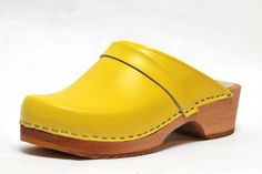 1e85cfb25a74 Esprit Nordique your Swedish clogs specialist: wood leather clogs in black,  blue marine, pink, camel, bronze.